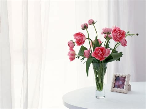 Table Flower Vase by Flower Vase Of Flowers Wallpaper