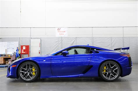 lexus lfa blue lexus lfa uncrating photo gallery autoblog