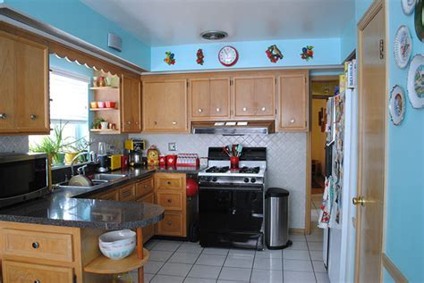 Tour of our retro kitschy kitchen!   By Gum, By Golly