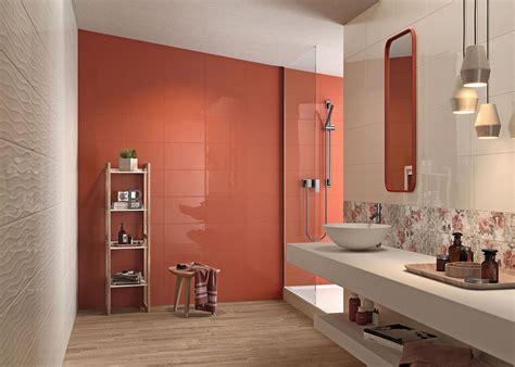salle de bain noir blanc violet