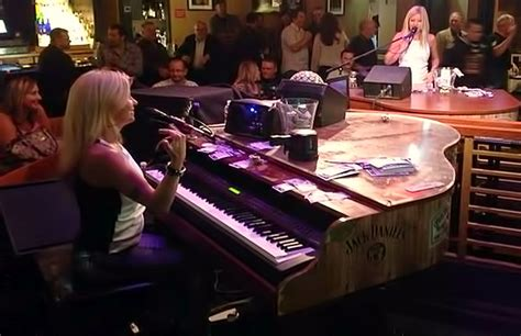 Top Dueling Piano Bar Songs by Dueling Pianos At Harrah S Las Vegas Do Vegas Deals