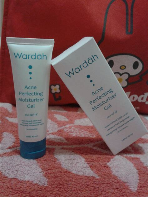 Pelembab Bedak Wardah review wardah acne perfecting moisturizer gel keindahan