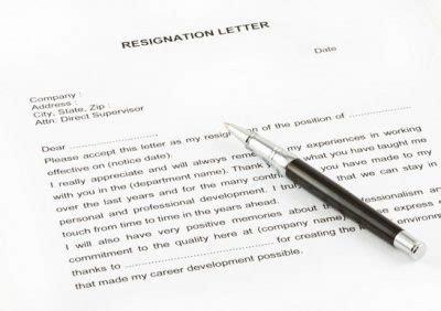 3 contoh surat pengunduran diri kerja dalam bahasa inggris dan artinya