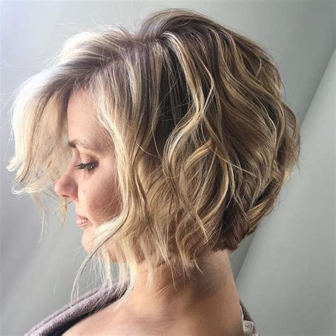 wavy bob hairstyles youtube 25 best ideas about curly angled bobs on pinterest