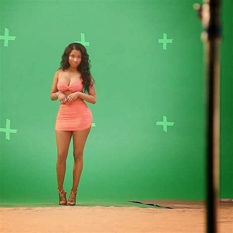 nicki minaj shows off her hot bod as she shows off her photos nicki minaj shows off killer body in bikini