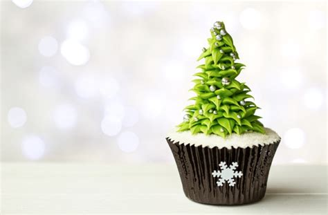 cupcake christmas tree decirations 11 best cupcakes 2018 easy cupcake decorating ideas for trees snowman