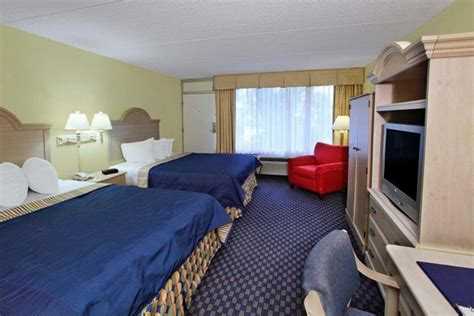 cheap day rooms cocoa vacation at days inn from 259 deal 80666