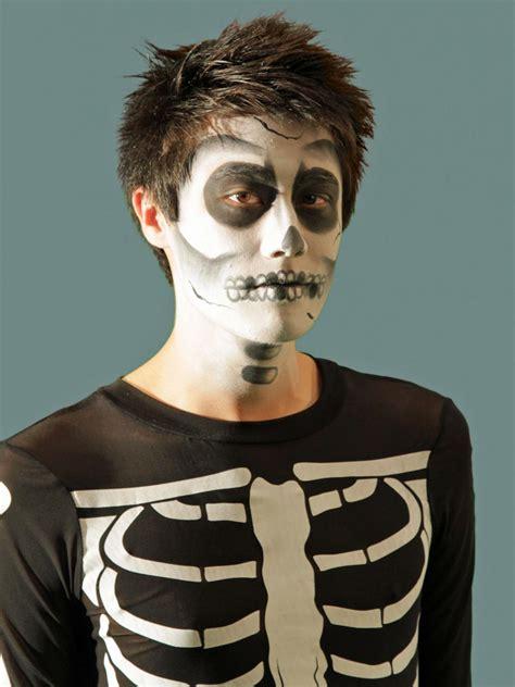 easy halloween costume ideas    white  shirt