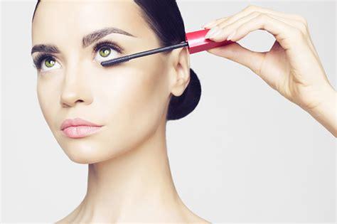 Maskara Di Indo trik terapkan eyeliner dan maskara warna warni untuk riasan sehari hari