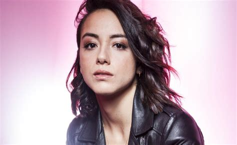 asian actress er asian american actress chloe bennet defends decision to