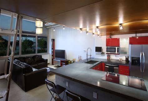 cuisine de loft cuisine ouverte d un petit loft en mezzanine journal du loft