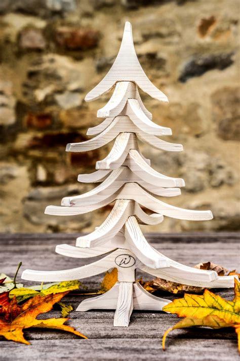 albero di natale stelle disegno scarabocchio sfondo bianco
