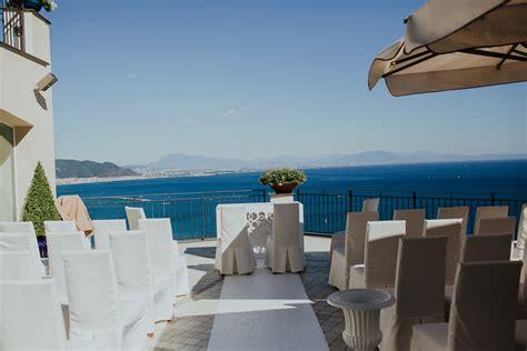 terrazza sul mare fiori di co e spighe per un matrimonio sul mare