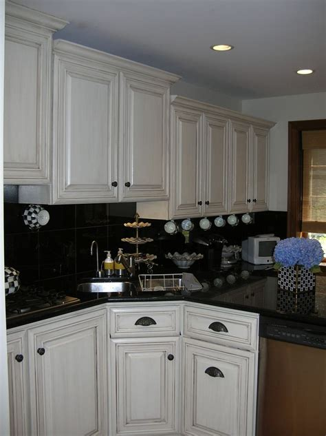 glazed kitchen cabinets atlanta modern kitchen this small kitchen had oak cabinets that made the space