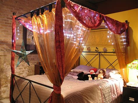 canap駸 lits bed canopy with lights for one of a bedroom