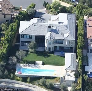 Khloe Kardashian Home Interior kanye west is living with kim kardashian at la mansion