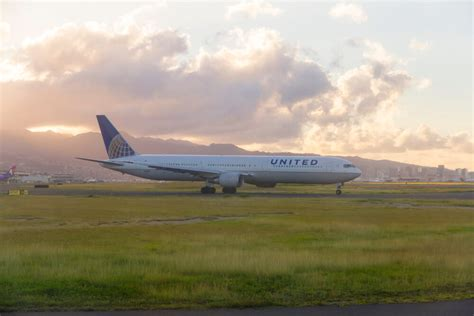 united airlines increasing routes to hawaii adding lie flat united upgrades hawaii routes american backtracks