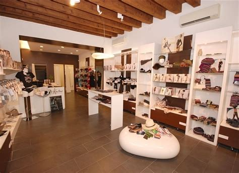 arredamenti x negozi arredamento per negozi di abbigliamento vetrinistica