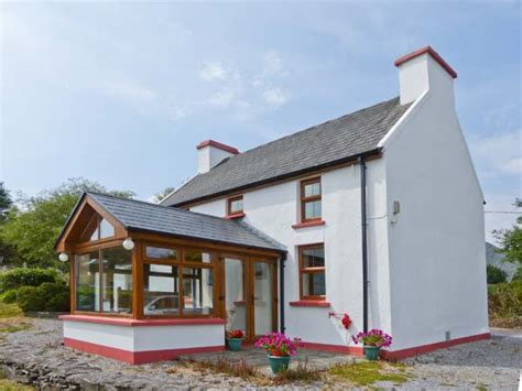 sugar loaf cottages sugarloaf cottage in glengarriff county cork this detached farmhouse is located on the beara