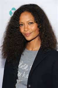 newton hairstyles thandie newton medium curls newest looks stylebistro