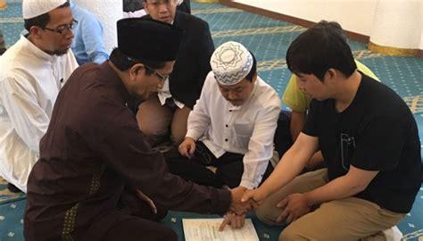 dipandu imam masjid istiqlal warga korea  jadi mualaf dunia tempoco