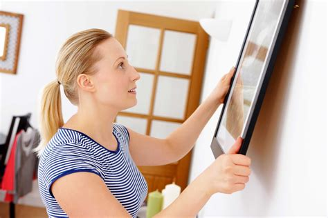 how to hang a painting how to hang picture frames mistakes to avoid reader s