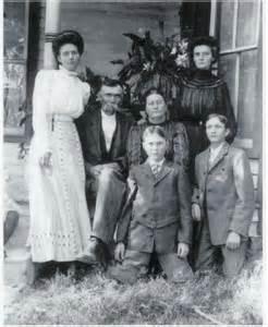 Lena e knight parents was born on 28 jul 1889
