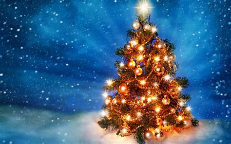 hd shiny christmas tree wallpaper download free 145729