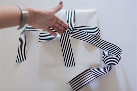 gift wrapping techniques gift wrapping tips tricks hej doll simple modern