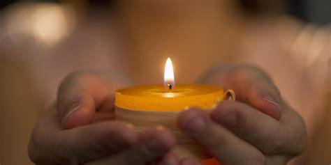foto di candele quot ecco come accendere le candele nel modo giusto quot una ex