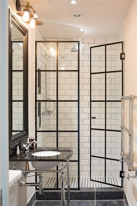 bathroom shower door ideas 25 best ideas about shower doors on glass