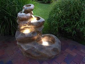 gartenbrunnen mit beleuchtung die besten 25 gartenbrunnen mit beleuchtung ideen auf