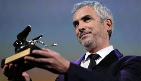 alfonso cuaron twitter gravity director alfonso cuaron wins golden lion for roma