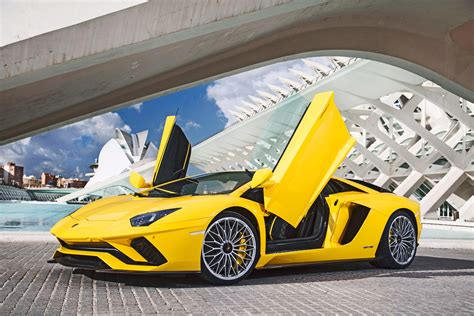 lamborghini aventador advertisement review 2017 lamborghini aventador s wired