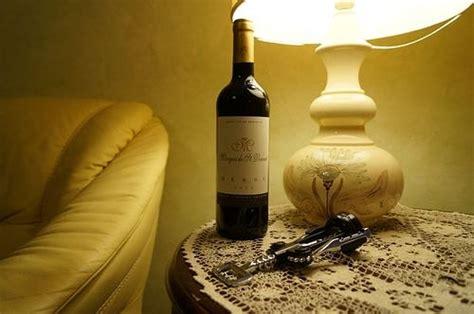 öffnen Einer Weinflasche by Wie 246 Ffnet Eine Weinflasche