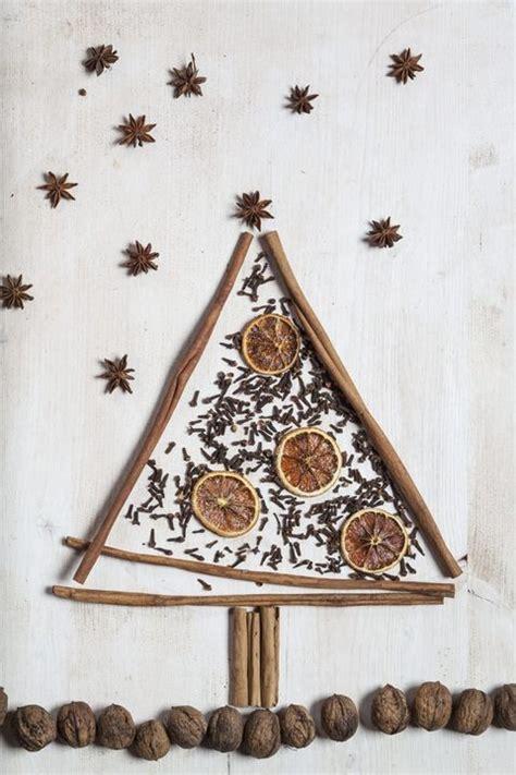 alberi di natale fatti in casa 10 alberi di natale fatti con biscotti caramelle e frutta