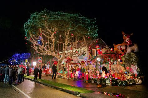 famous menashe family christmas lights featured on abc