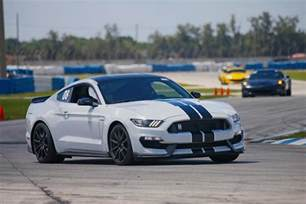 Ford Mustang Shelby Gt350 Ford To Continue Shelby Gt350 And Gt350r Mustang Into 2018