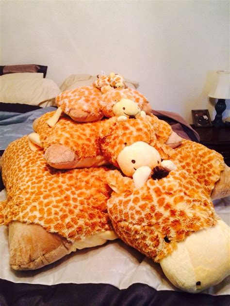 Pillow Pet Giraffe by 17 Best Ideas About Pillow Pets On Disney Pillow Pets Scooby Doo And New Scooby Doo