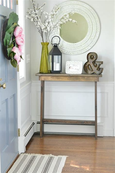 How To Decorate A Small Foyer Table