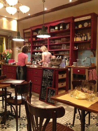 the interior picture of le comptoir du marche