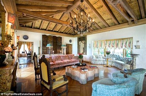 trump residence ivana trump lists her palm beach mansion for 18 9 million
