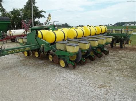 John Deere 7000 Planters Drawn John Deere Machinefinder Deere 7000 Planter