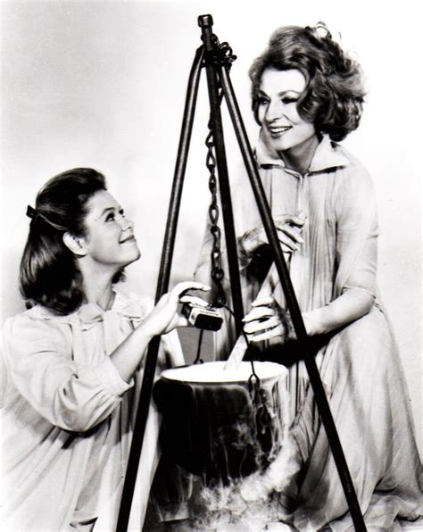 elizabeth montgomery s family tree bewitched elizabeth montgomery and agnes moorehead agnes moorehead