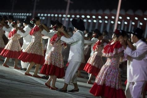 what clothes do venezuelans wear on christmas traditional venezuelan clothing