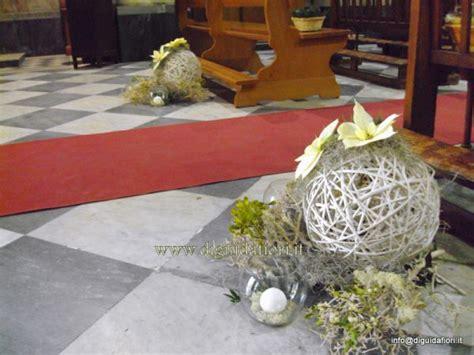 composizioni floreali con candele composizioni floreali per la navata della chiesa