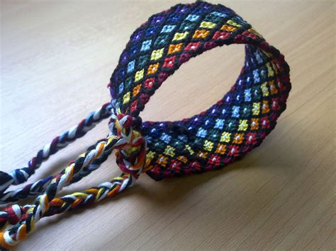 How To Do Macrame Bracelet - friendship bracelet rainbow diamonds macrame bracelet