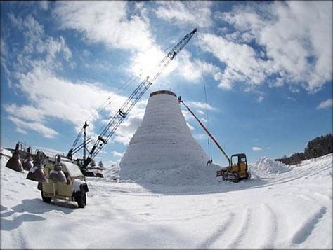 World's Tallest Snowman Made In Maine World's Biggest Nose Pictures