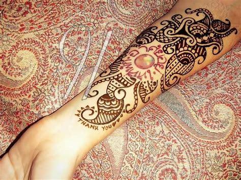 paisley pattern foot tattoo henna paisley pattern tattoo on forearm
