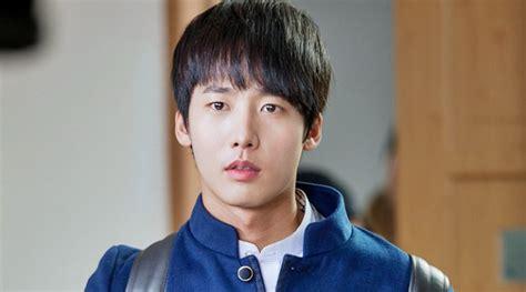film korea lee jong suk dan kim woo bin waduh aktor ganteng school 2013 ini ditangkap karena